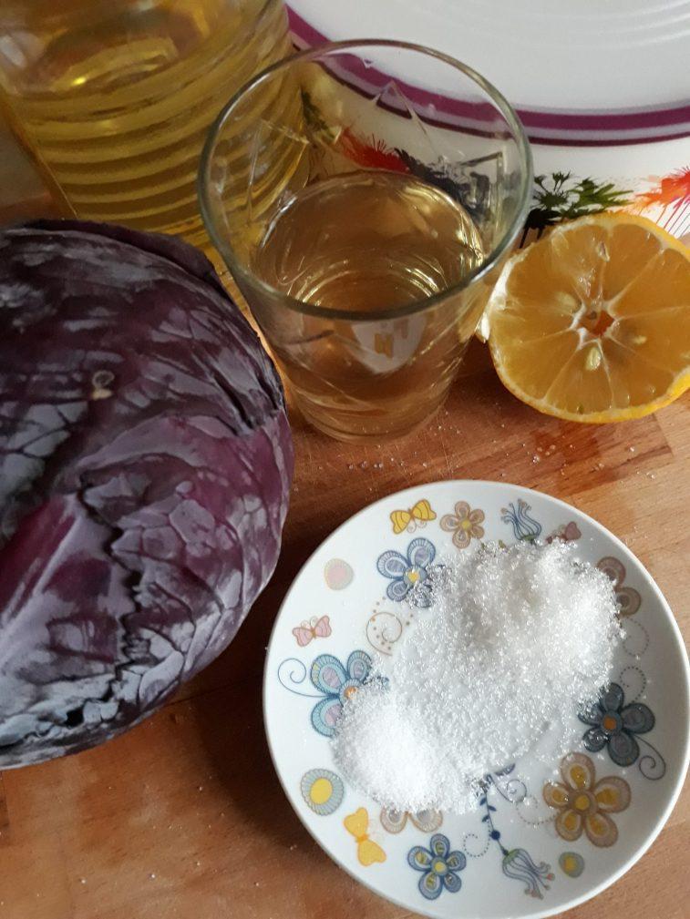 Фото рецепта - Краснокочанная капуста быстрой засолки - шаг 1