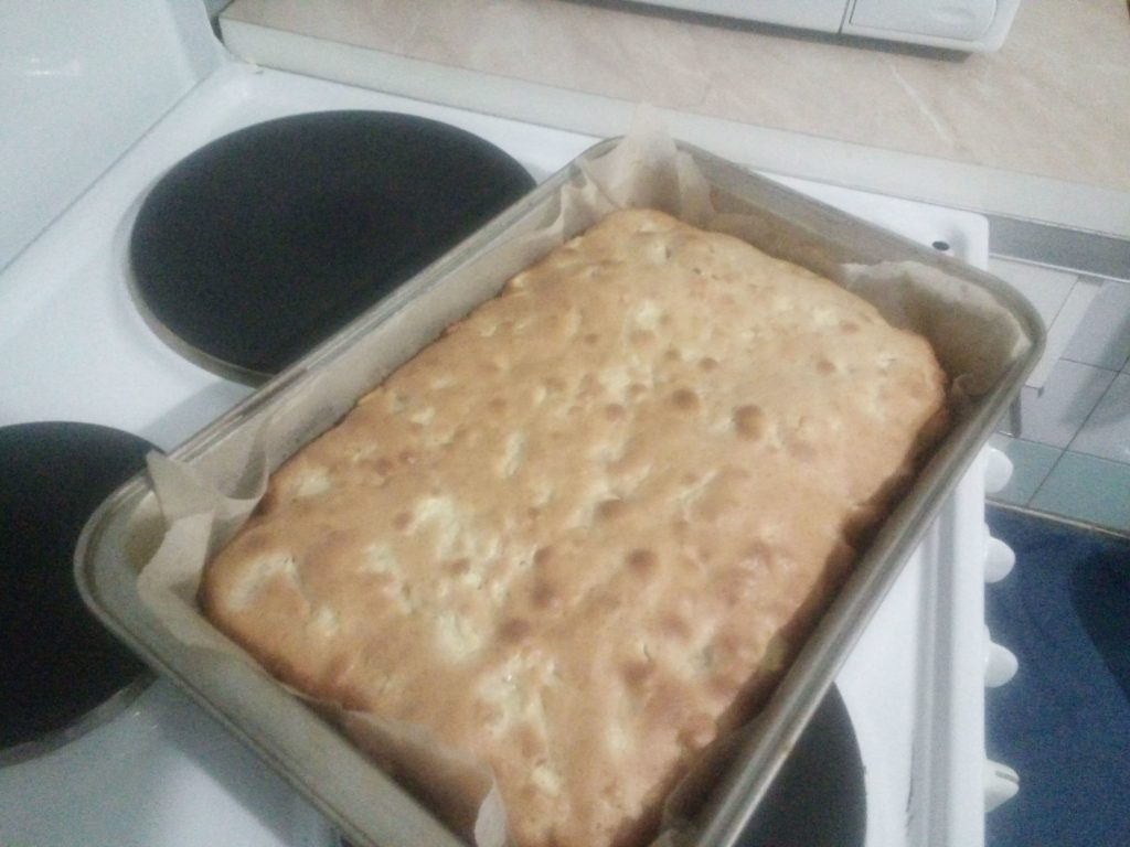 Фото рецепта - Яблочный пирог с корицей - шаг 5