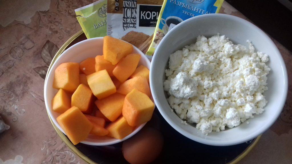Фото рецепта - Творожные сырники с тыквой - шаг 1
