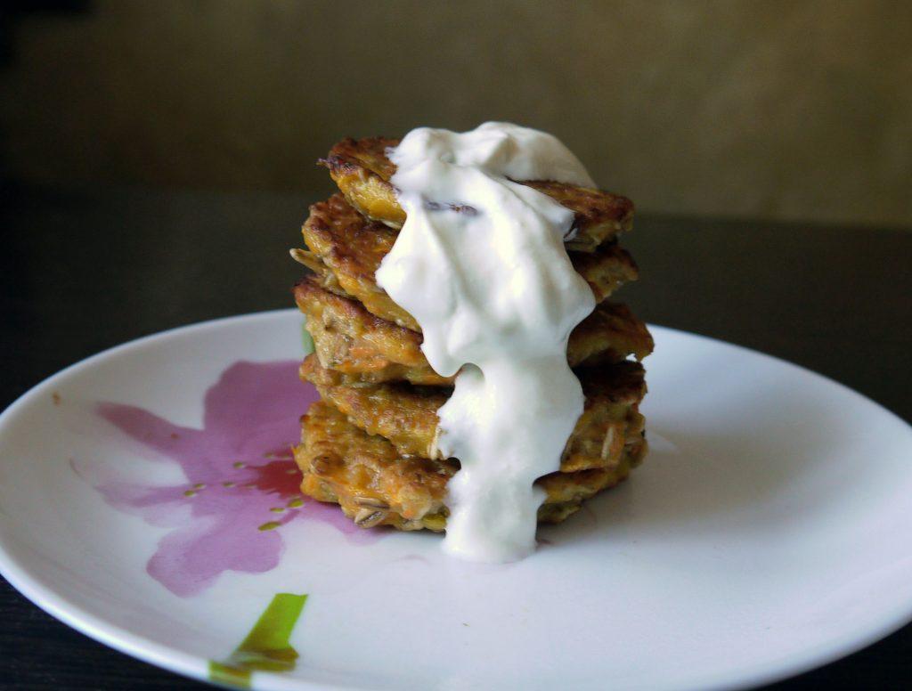Фото рецепта - Морковно-овсяные оладьи - шаг 11