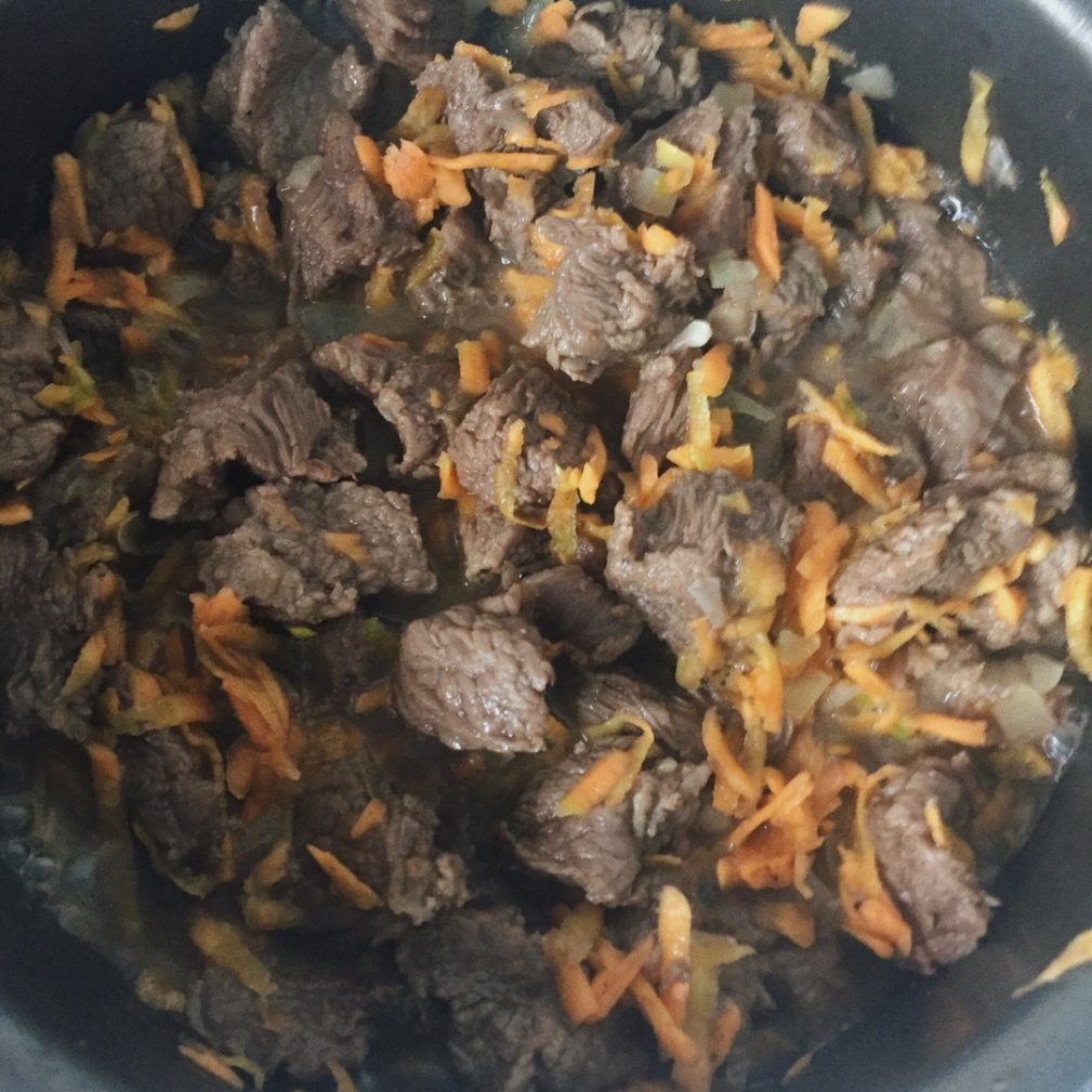 Фото рецепта - Булгур с говядиной - шаг 2