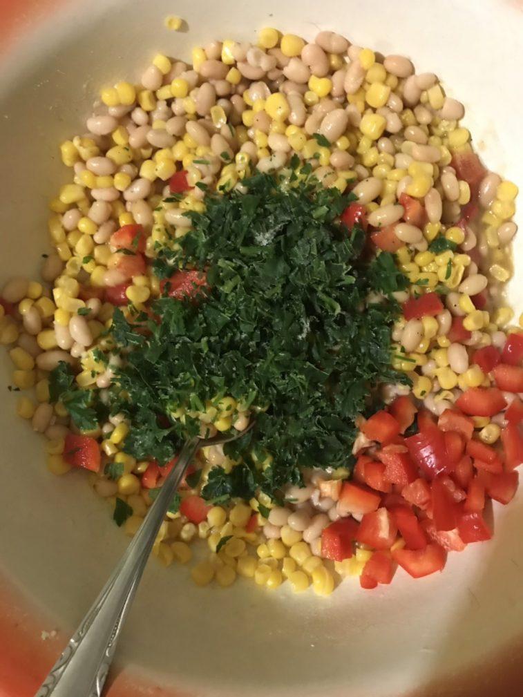 Фото рецепта - Постный салатик из фасоли  и кукурузы - шаг 4