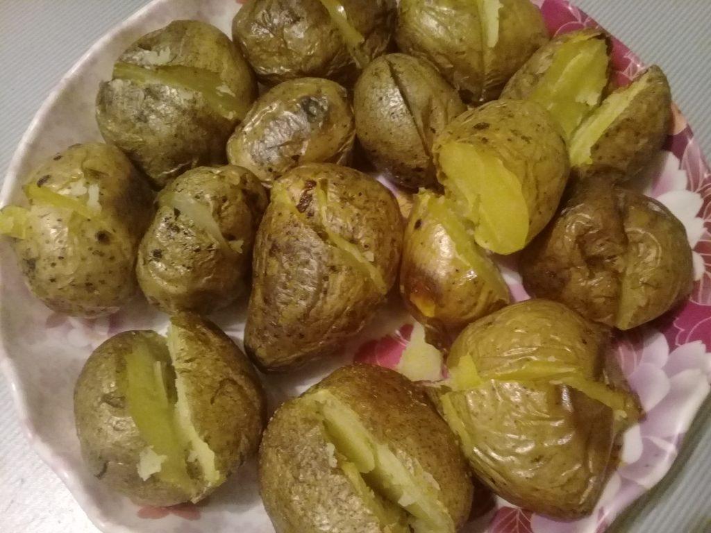 Фото рецепта - Печеный картофель на гарнир - шаг 4