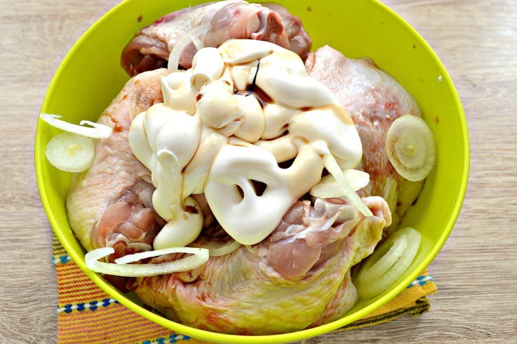 Фото рецепта - Куриный шашлык в духовке на противне - шаг 3