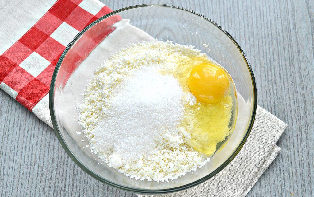 Фото рецепта - Сырники из творога с разрыхлителем на сковороде - шаг 3