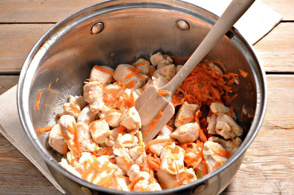 Фото рецепта - Спагетти с подливой из куриной грудки - шаг 3
