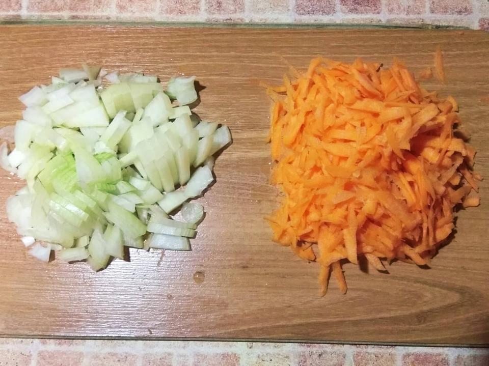 Фото рецепта - Каша пшенная с овощами - шаг 2