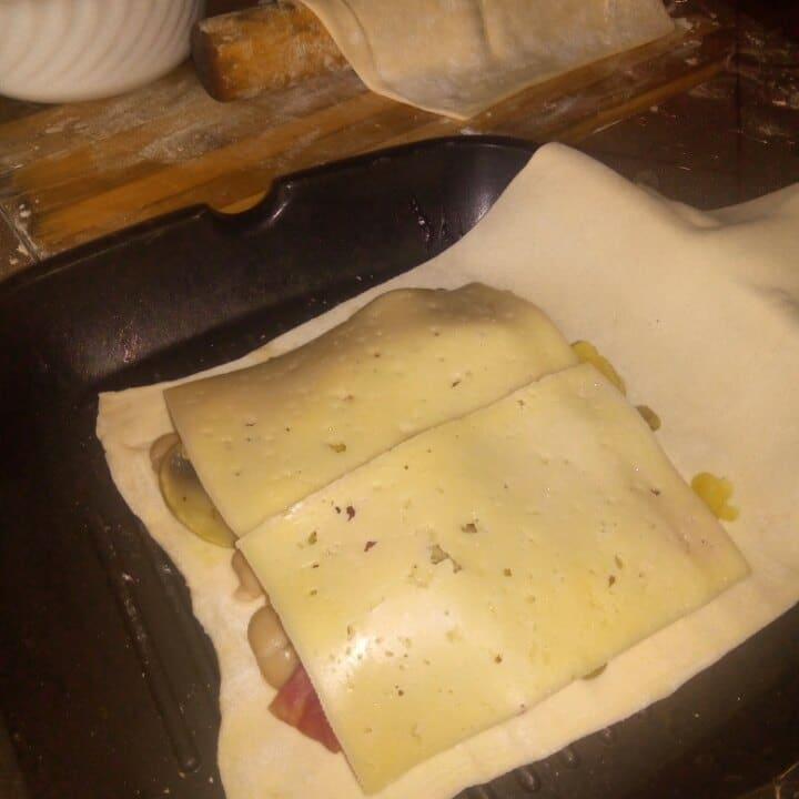 Фото рецепта - Шаурма из лаваша с овощами и грибами на гриле - шаг 4