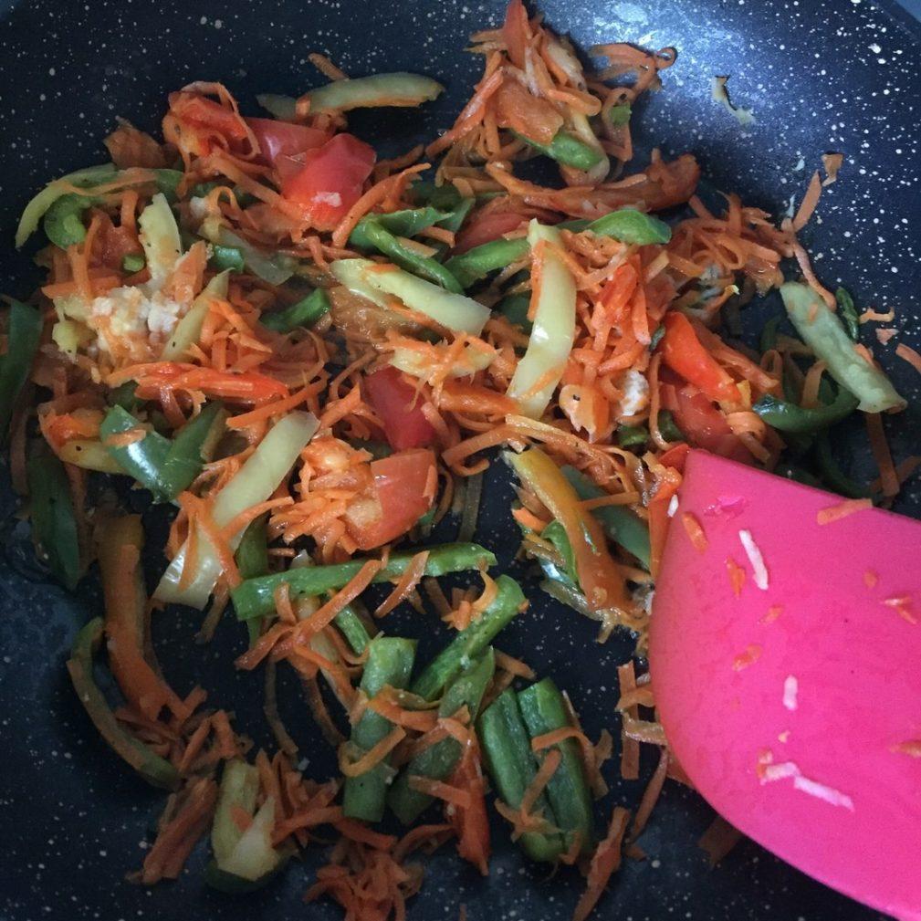 Фото рецепта - Гарнир – фунчоза (рисовая лапша) с овощами - шаг 2