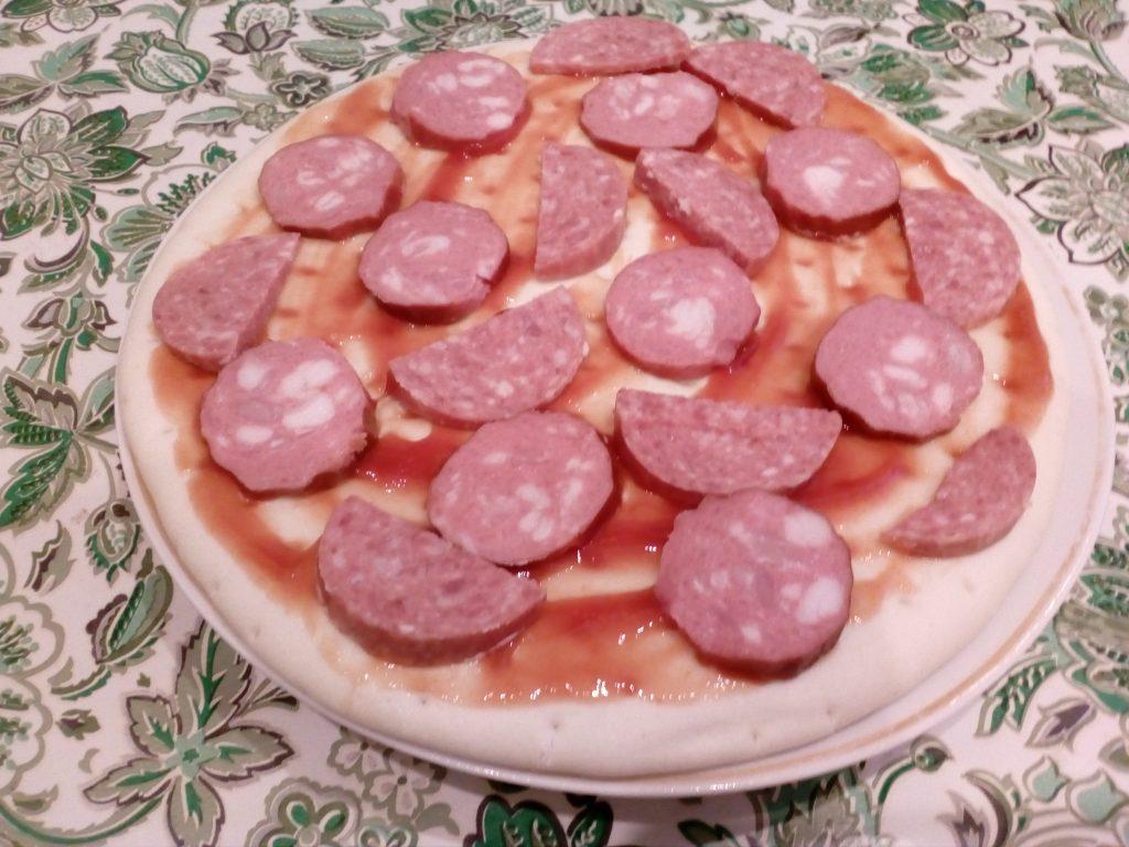 """Фото рецепта - Пицца """"По-быстрому"""" в микроволновке - шаг 4"""