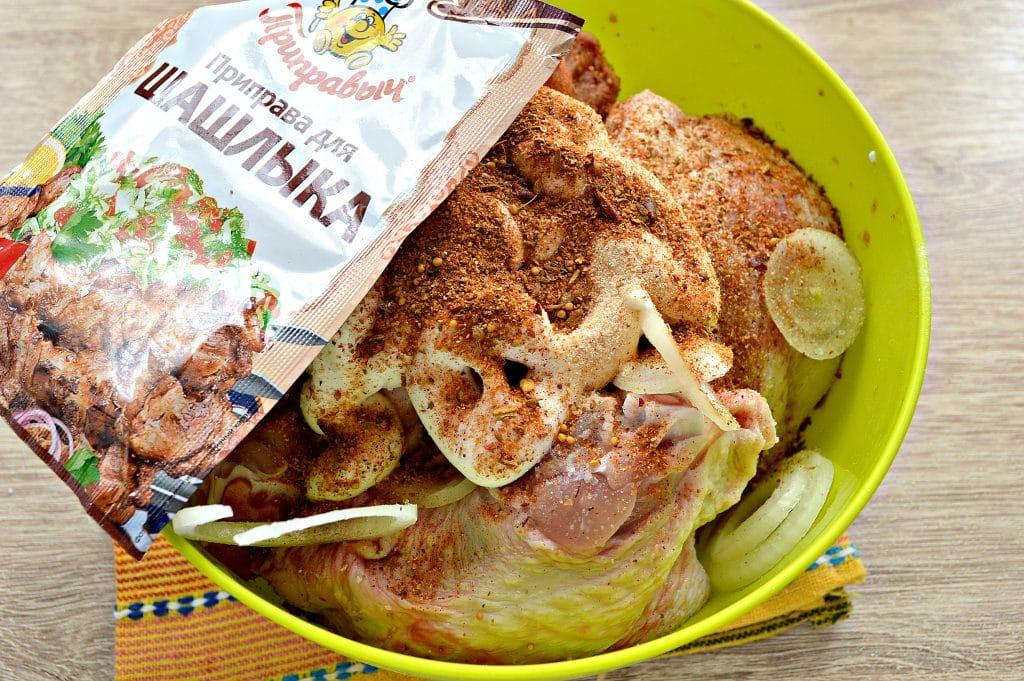 Фото рецепта - Куриный шашлык в духовке на противне - шаг 4