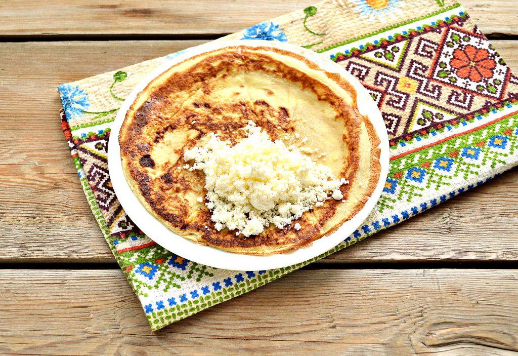 Фото рецепта - Домашние жареные блинчики с творогом - шаг 4