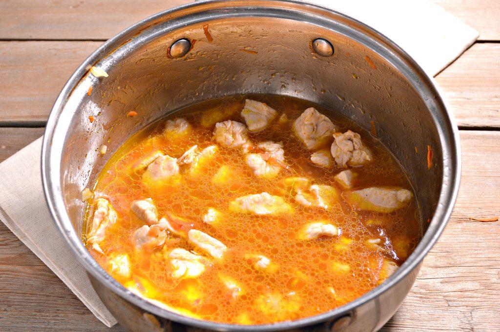 Фото рецепта - Спагетти с подливой из куриной грудки - шаг 4