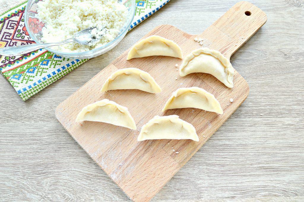 Фото рецепта - Вкусные вареники с творогом - шаг 4