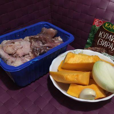 Фото рецепта - Курица с тыквой в тажине - шаг 1