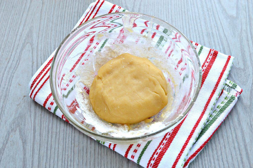 Фото рецепта - Домашнее печенье из песочного теста - шаг 5