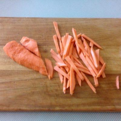 Фото рецепта - Суп с консервированным горошком с говядиной - шаг 4