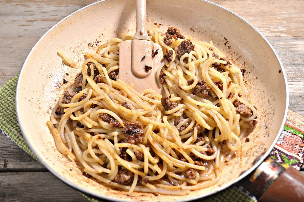 Фото рецепта - Спагетти по-флотски с фаршем - шаг 5