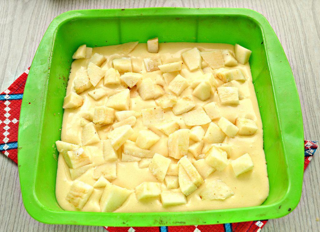Фото рецепта - Заливная лимонная шарлотка с яблоками - шаг 5