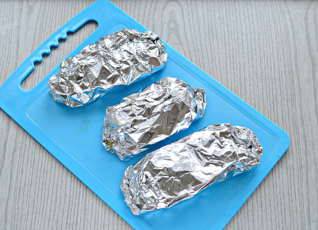 Фото рецепта - Картофель, запеченный в фольге с салом - шаг 6