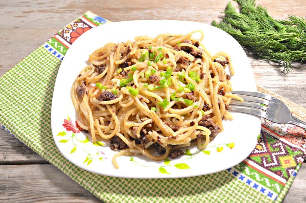 Фото рецепта - Спагетти по-флотски с фаршем - шаг 6