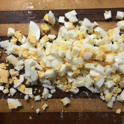 Фото рецепта - Салат с пекинской капустой, кукурузой и курицей - шаг 4