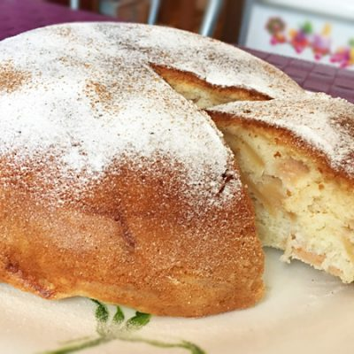 Пирог с яблоками и корицей в мультиварке - рецепт с фото
