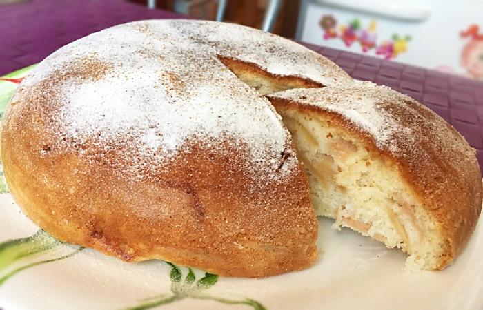 Пирог с яблоками и корицей в мультиварке