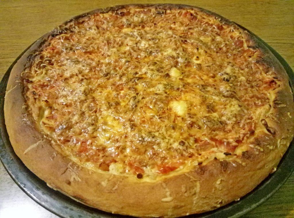 Фото рецепта - Пицца по-домашнему на дрожжах (c колбасой и курицей) - шаг 7