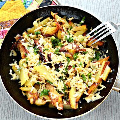 Жареный картофель с сыром - рецепт с фото
