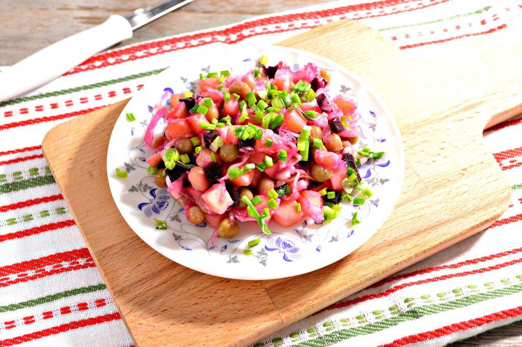 Фото рецепта - Винегрет с квашеной капустой и зеленым горошком - шаг 7