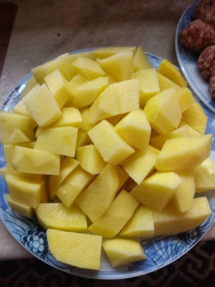 Фото рецепта - Картофельный суп с фрикадельками - шаг 3