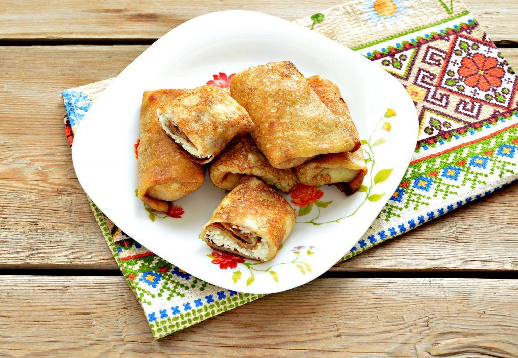 Фото рецепта - Домашние жареные блинчики с творогом - шаг 8