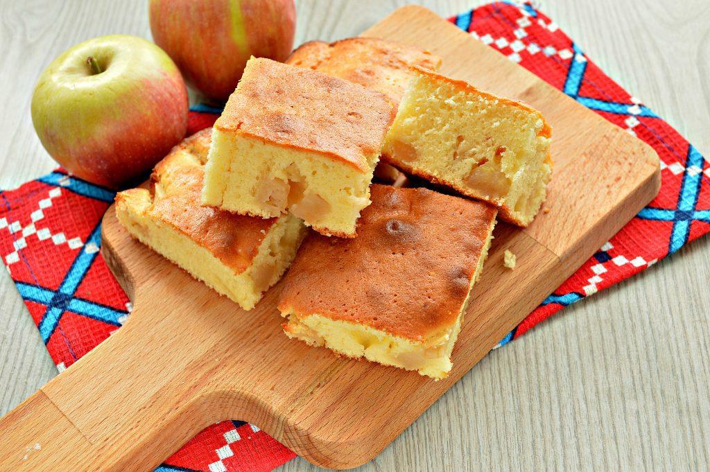 Фото рецепта - Заливная лимонная шарлотка с яблоками - шаг 8
