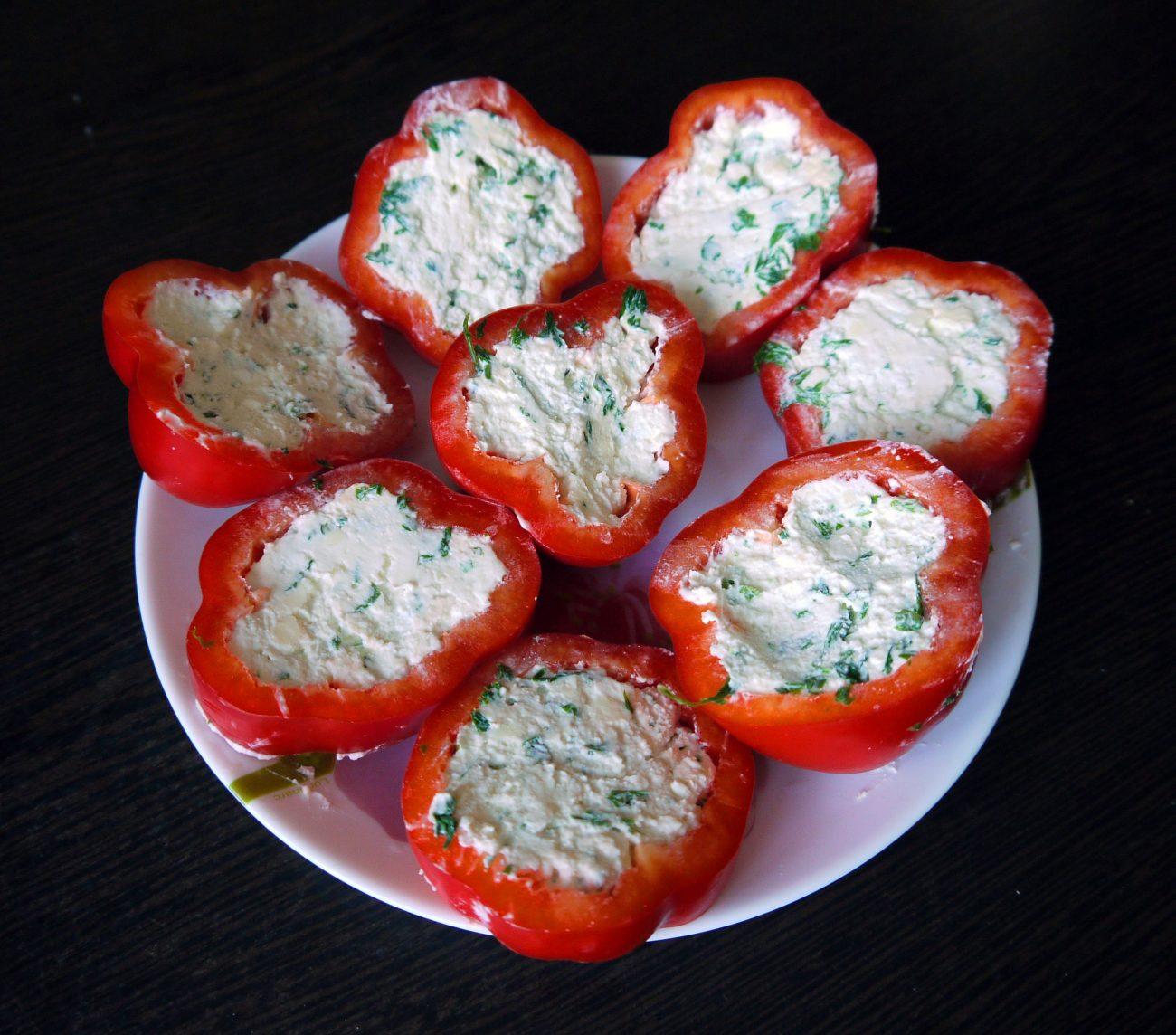 Пикантная сырная закуска с болгарским перцем