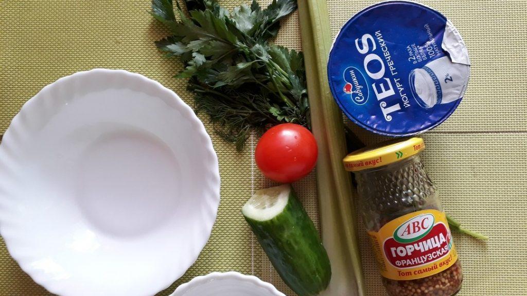 Фото рецепта - Освежающий овощной салат «Нежность» - шаг 1