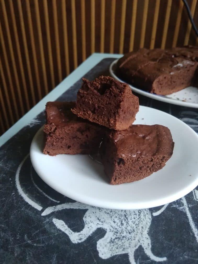 Фото рецепта - Пирожное Брауни с какао-порошком - шаг 7