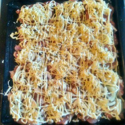 Фото рецепта - Свинина с грибами по-домашнему, в духовке - шаг 3