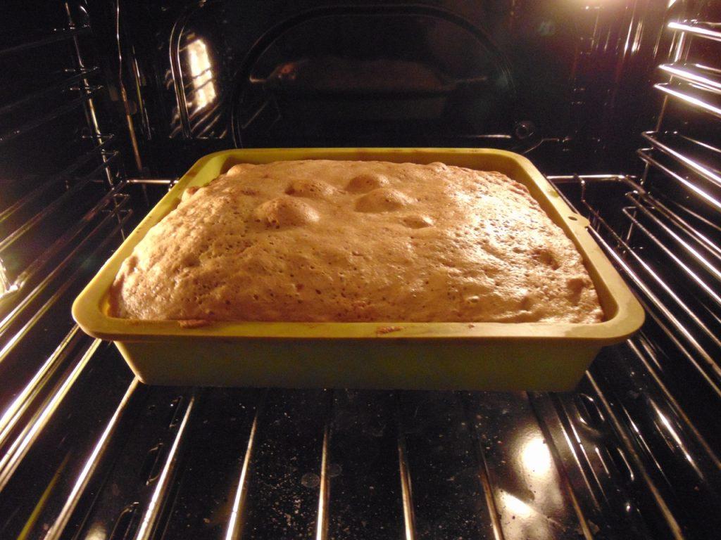 Фото рецепта - Бисквит с чёрной смородиной - шаг 5