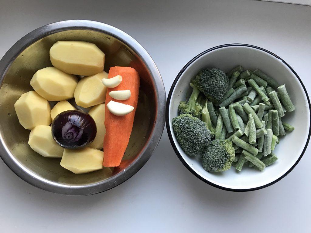Фото рецепта - Овощное рагу с курицей в духовке - шаг 1
