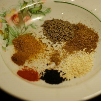 Фото рецепта - Куриное филе в остром кисло-сладком соусе с цукини и грибами - шаг 2