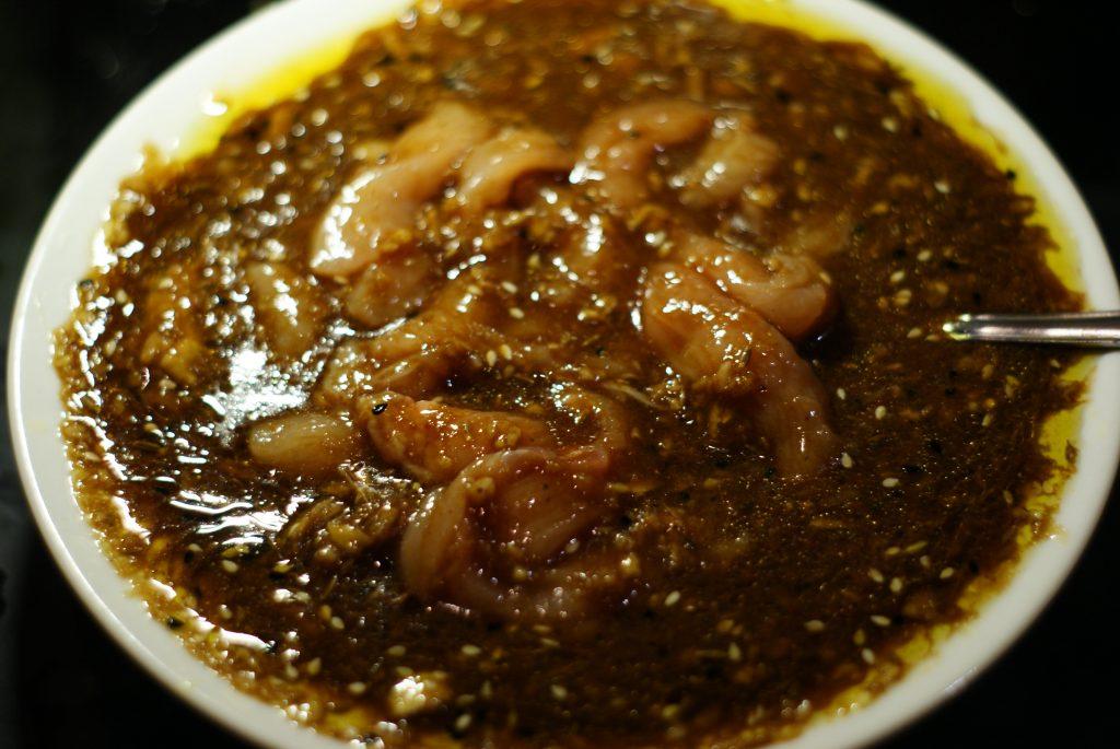 Фото рецепта - Куриное филе в остром кисло-сладком соусе с цукини и грибами - шаг 8
