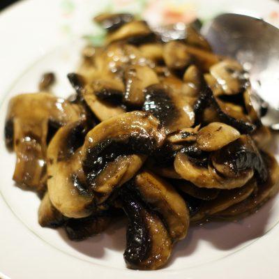 Фото рецепта - Куриное филе в остром кисло-сладком соусе с цукини и грибами - шаг 10