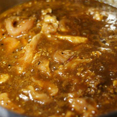 Фото рецепта - Куриное филе в остром кисло-сладком соусе с цукини и грибами - шаг 12