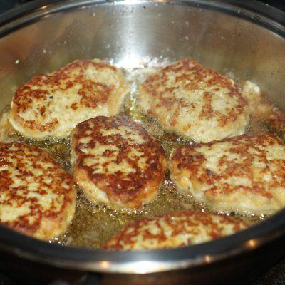 Фото рецепта - Котлеты из куриного фарша - шаг 9