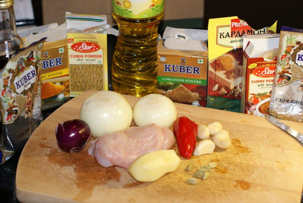 Фото рецепта - Тушеное куриное филе в соусе карри - шаг 1