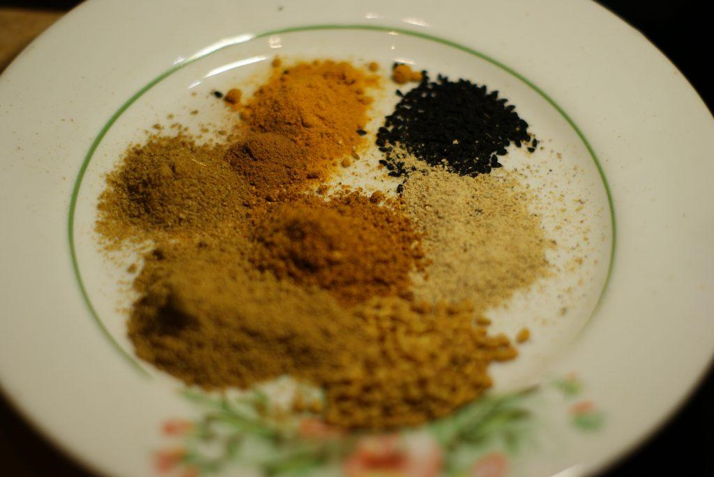 Фото рецепта - Тушеное куриное филе в соусе карри - шаг 2