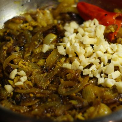 Фото рецепта - Тушеное куриное филе в соусе карри - шаг 8