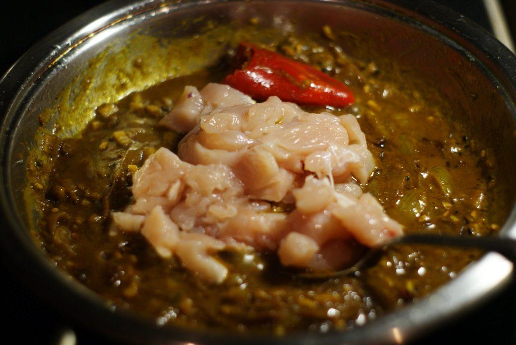 Фото рецепта - Тушеное куриное филе в соусе карри - шаг 11