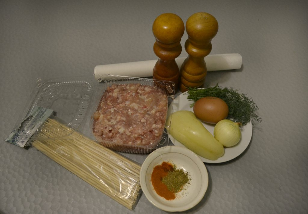 Фото рецепта - Куриный люля-кебаб в духовке - шаг 1